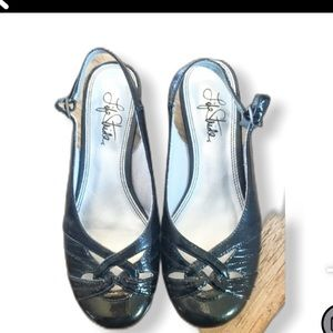 LIFE STRIDE SLINGBACK SHOES. Size 6W.  NEW